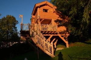 Location gîte, chambres d'hotes Cabane L'Orée des Bornes dans le département Haute Savoie 74