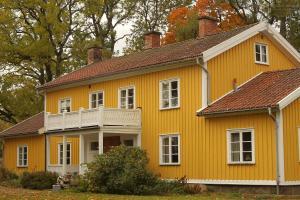 Hallebergs Bed&Breakfast - Accommodation - Skåra