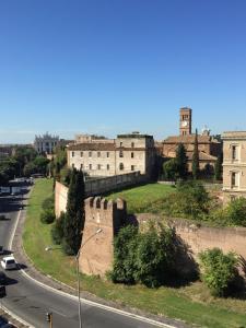 St. John's Balcony B&B - Rome