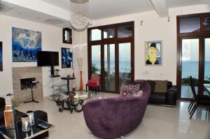 Beach Villa Pantheon, Vily  Pomos - big - 60