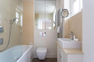 onefinestay - South Kensington private homes III, Апартаменты  Лондон - big - 60