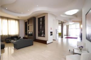 Rolling Hotel - Casoria
