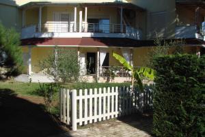 Cozy Beach House Gjiri Lalzit, Ferienhäuser - Fushë-Draç