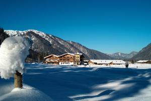 Landhotel Strasserwirt - Hotel - Sankt Ulrich am Pillersee