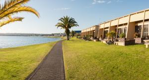 Oasis Beach Resort - Accommodation - Taupo