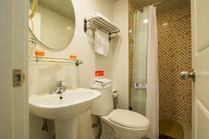 Home Inn Beijing Yansha East Sanyuan Bridge, Отели  Пекин - big - 15