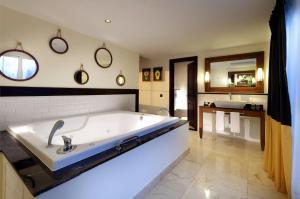 Grand Palladium Lady Hamilton Resort & Spa (15 of 94)