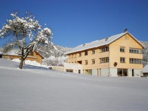 Ferienhof Schweizer, Vidéki vendégházak  Schwarzenberg im Bregenzerwald - big - 30