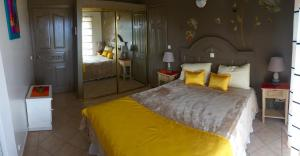Your Paradise Villa, Holiday homes  Orient Bay - big - 2