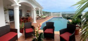 Your Paradise Villa, Holiday homes  Orient Bay - big - 8