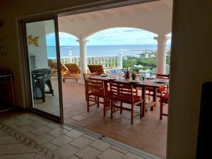 Your Paradise Villa, Holiday homes  Orient Bay - big - 17