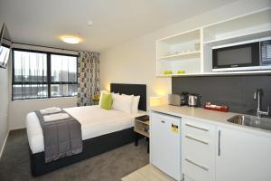 Southwark Hotel & Apartments
