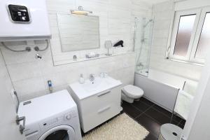 Apartment Parlov 2, Apartments  Podstrana - big - 32