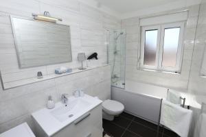 Apartment Parlov 2, Apartments  Podstrana - big - 26