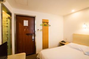 Motel Shanghai Xincun Road Metro Station Ganquan Park, Hotel  Shanghai - big - 12