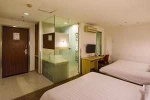 Motel Shanghai Xincun Road Metro Station Ganquan Park, Hotel  Shanghai - big - 15
