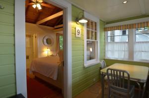 16 Victorian Home - 3 Floors 6..