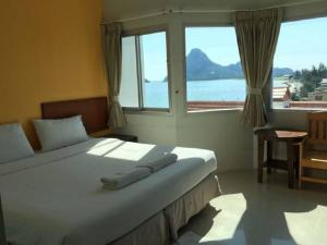 Prachuap Beach Hotel, Affittacamere  Prachuap Khiri Khan - big - 23