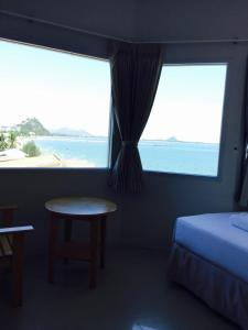 Prachuap Beach Hotel, Affittacamere  Prachuap Khiri Khan - big - 21