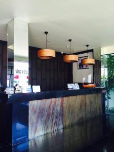 Prachuap Beach Hotel, Affittacamere  Prachuap Khiri Khan - big - 18