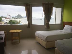 Prachuap Beach Hotel, Affittacamere  Prachuap Khiri Khan - big - 4