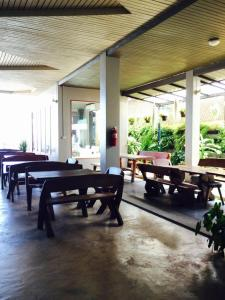 Prachuap Beach Hotel, Affittacamere  Prachuap Khiri Khan - big - 11