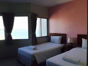 Prachuap Beach Hotel, Affittacamere  Prachuap Khiri Khan - big - 2