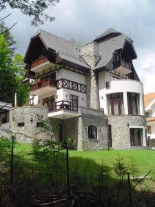 Pension Casa Tom - Accommodation - Sinaia