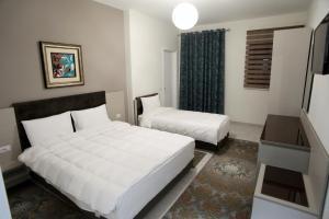 Fjortes Hotel - Nartë