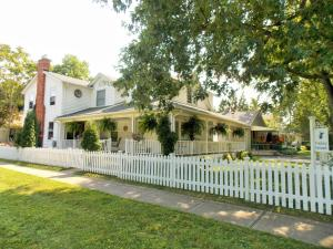 Finlay House Bed and Breakfast - Accommodation - Niagara on the Lake