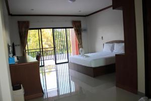 Juthamas Apartment - Thai Muang