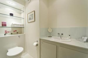 onefinestay - South Kensington private homes III, Апартаменты  Лондон - big - 49