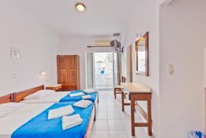 Paris Rooms Antiparos Greece