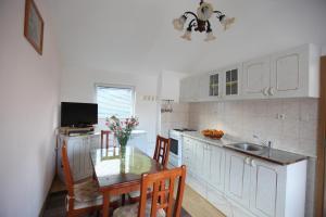 Apartment Jure, Apartmanok  Trogir - big - 18
