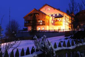 Dolomites Apartments Ciasa Vally - Hotel - San Cassiano
