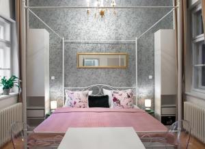 7 Tales Suites, Residence  Praga - big - 2