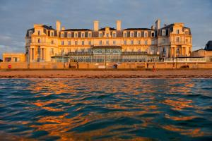Grand Hôtel Des Thermes, Hotel  Saint Malo - big - 1