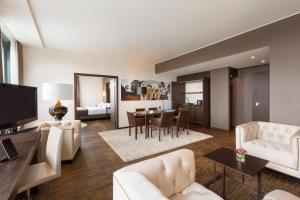 Infinity Hotel & Conference Resort Munich photos