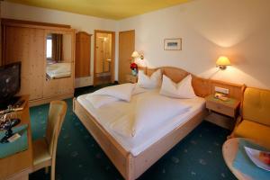 Hotel Am Reschensee - Resia