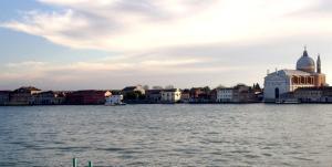 Balcony View Venice - AbcAlberghi.com