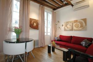 HolidaysInParis-Bourg Tibourg II - Paris