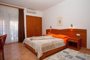 Guesthouse Villa Adria, Penziony  Malinska - big - 17