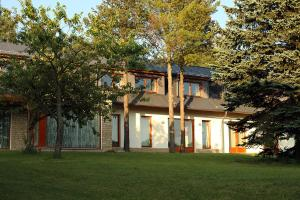 Lisensky Dvur, Guest houses  Sněžné - big - 11