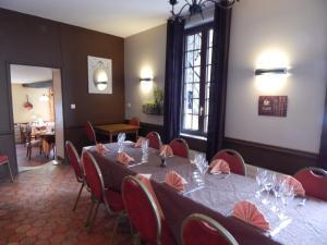 Hotel Restaurant Le Cygne, Hotel  Conches-en-Ouche - big - 37