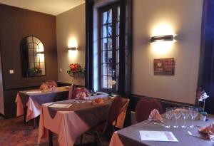 Hotel Restaurant Le Cygne, Hotel  Conches-en-Ouche - big - 38