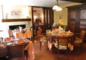 Hotel Restaurant Le Cygne, Hotel  Conches-en-Ouche - big - 39