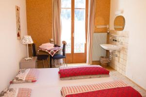 Double Room with Shared Bathroom Hotel de la Gare