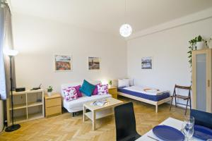 Apartment Moldau by RENTeGO, Appartamenti  Praga - big - 20