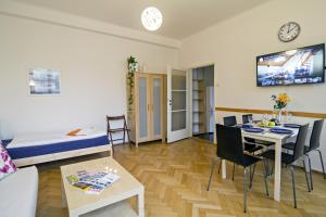 Apartment Moldau by RENTeGO, Appartamenti  Praga - big - 21