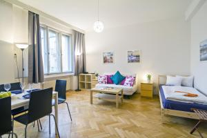 Apartment Moldau by RENTeGO, Appartamenti - Praga